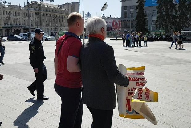 В Харькове полиция задержала участника митинга, который напал на проукраинского активиста