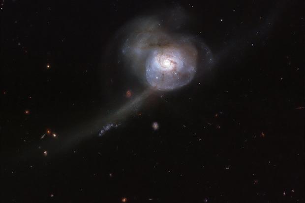 Исследователи запечатлели последствия столкновения двух галактик
