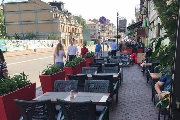 Уже не автомобильная, но и не пешеходная. Киевляне взбунтовались против наглых ресторанов на Сагайдачного