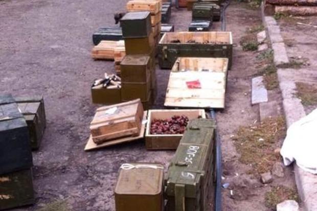В Луганской области обнаружен крупнейший за все время проведения АТО тайник с оружием