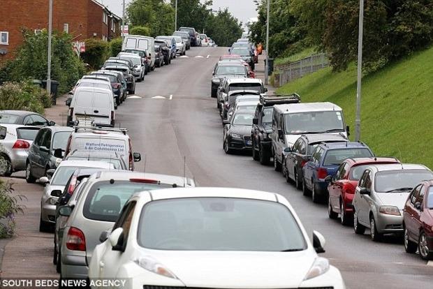 Жители британского городка радикально решили проблему незаконной парковки