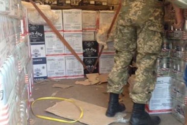 В «ДНР» пытались провезти контрабанду алкоголя и табака на 1,5 миллиона гривен