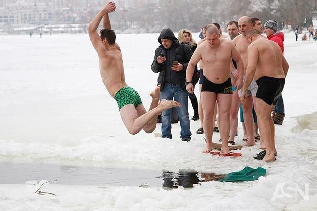 Стали известны места в Киеве, где можно купаться на Крещение