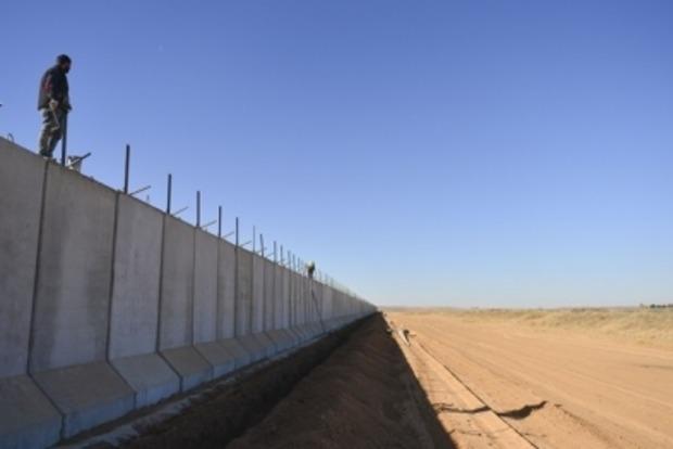 Турция возвела бетонную стену на границе с Сирией и Ираком