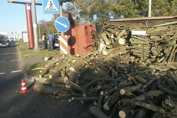 По Киеву промчался огромный грузовик с отказавшими тормозами