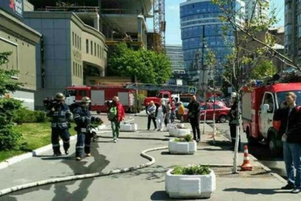 В центре Киева из-за пожара в офисном здании эвакуировали 150 человек