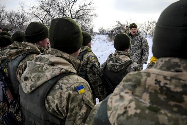 Порошенко посетил позиции ВСУ на линии фронта возле оккупированной Горловки