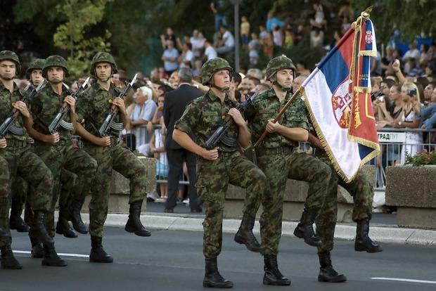 СМИ узнали о планах Кремля подарить Сербии шесть истребителей, 30 танков и 30 бронемашин