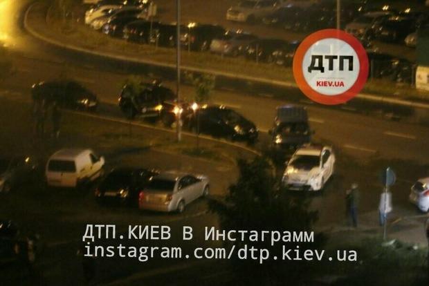 Неизвестный выстрелил в лицо велосипедисту в Киеве