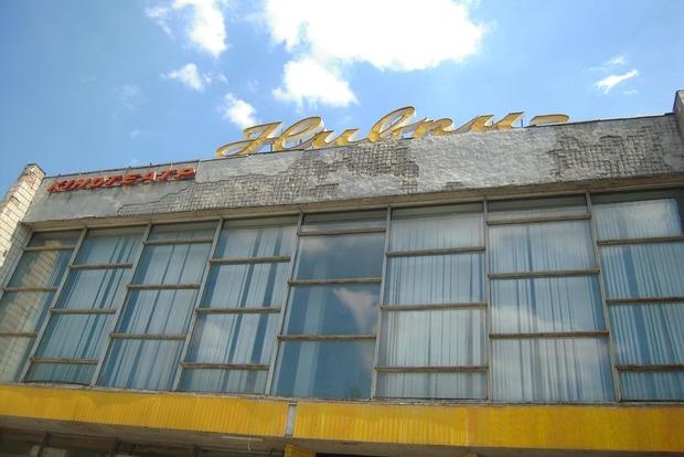 В Киеве снесли старый кинотеатр «Нивки»