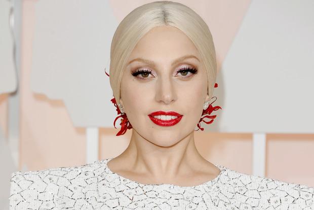 Неузнаваемая. Леди Гага стала новой «девушкой с обложки» Vogue