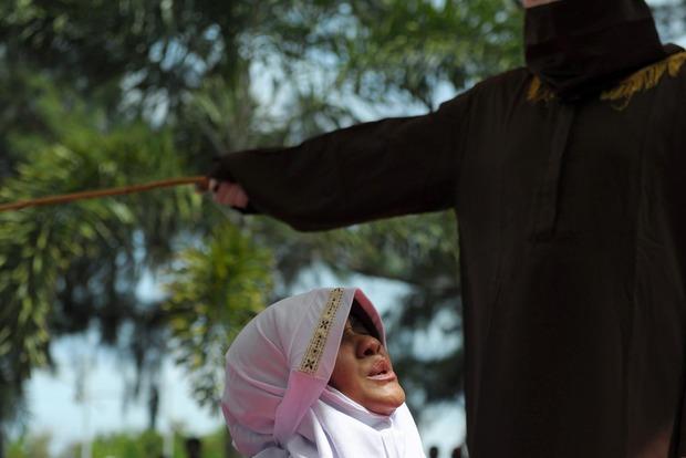 В малайзийском штате будут пороть розгами за нарушение законов шариата
