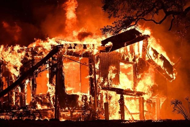 В Калифорнии полыхают лесные пожары, более 30 погибших