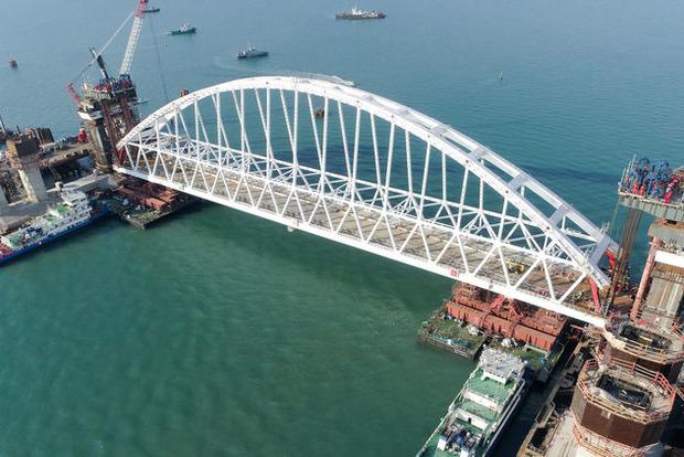 Порошенко поручил подать иск противРФ из-за возведения Крымского моста
