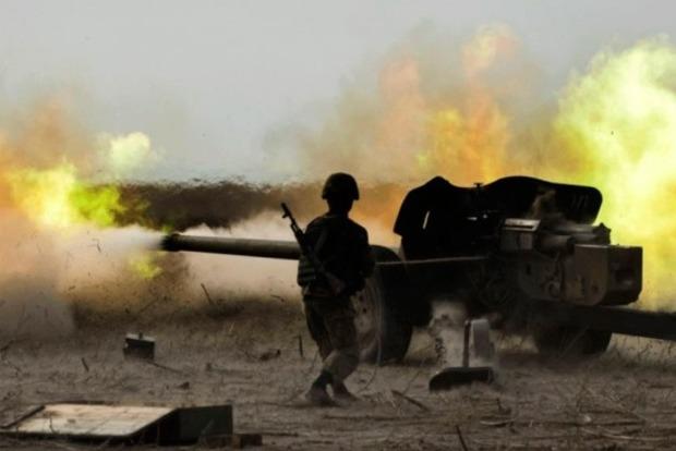 СНБО: Украинские военные под артобстрелом боевиков продвинулись вглубь Светлодарской дуги