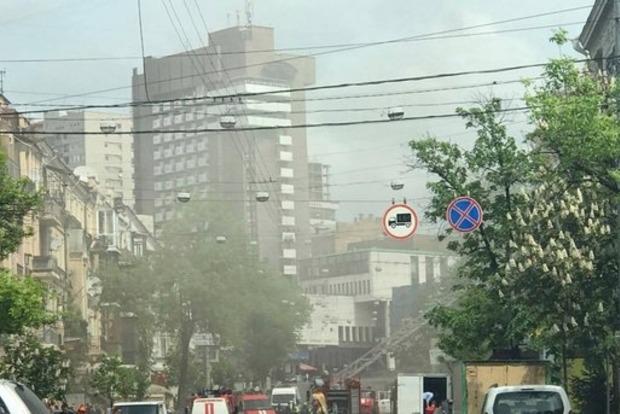 В центре Киева загорелся хостел