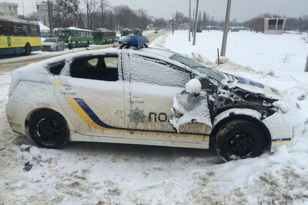 В Харькове авто патрульной полиции протаранило трактор