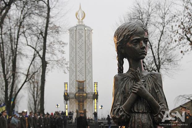 Зажги свечу. Украинцы отдают дань памяти жертвам Голодомора