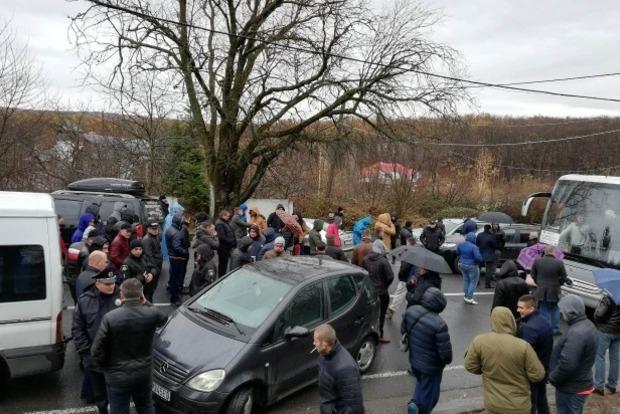По факту перекрытия дорог евробляхерами полиция открывает уголовные дела