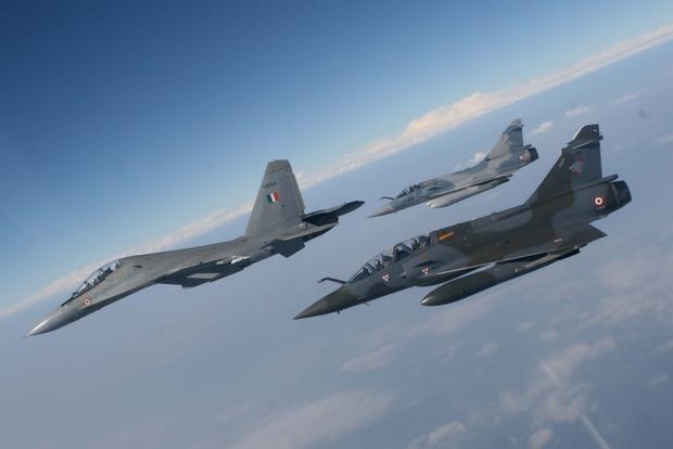 Украинским военным разрешили сбивать самолеты-нарушители