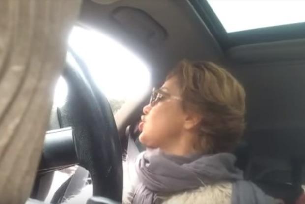 Яжемать. Снежана Егорова устроила истерику полицейским, остановившим ее машину