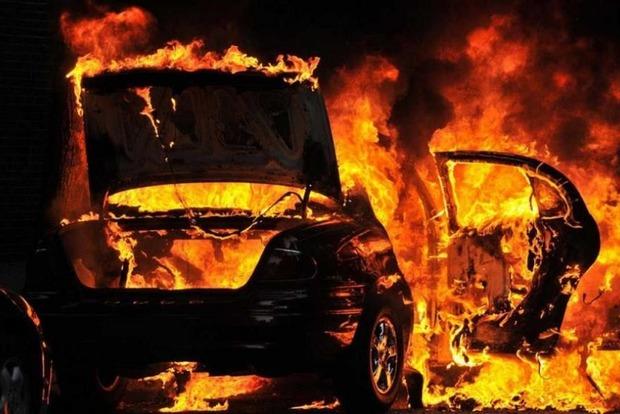 Во время испытаний оружия в ОРДЛО спалили авто начальника разведки
