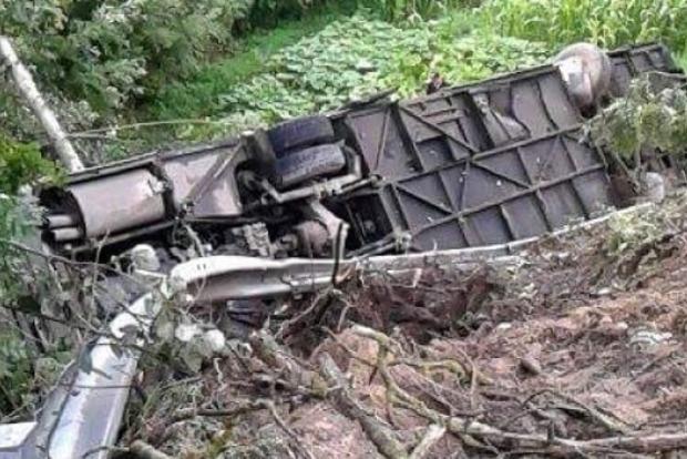 ВУкраинском государстве упал собрыва пассажирский автобус