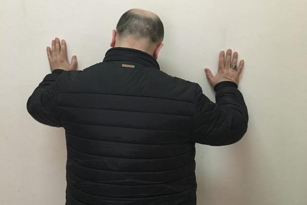 СБУ задержала азербайджанца, которого разыскивал Интерпол