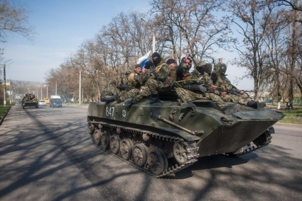 Боевики разместили в центре Донецка БТРы