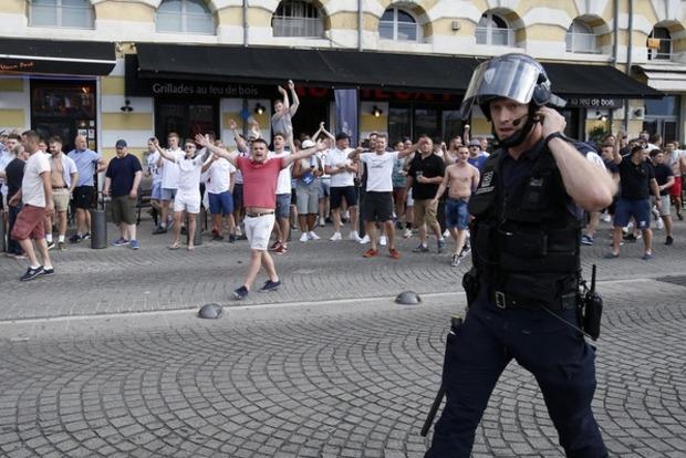Полиция Франции взялась за российских болельщиков