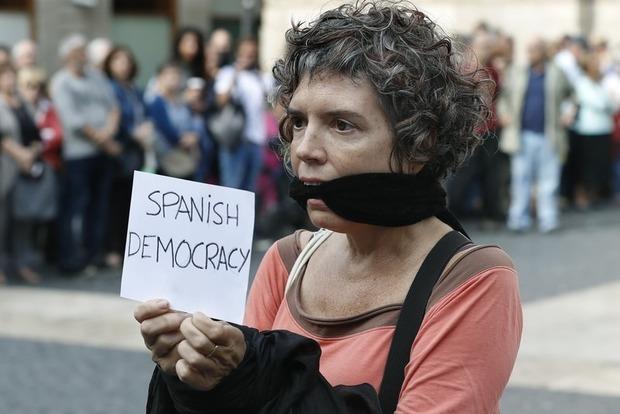 Каталонцы протестуют после ареста сепаратистов