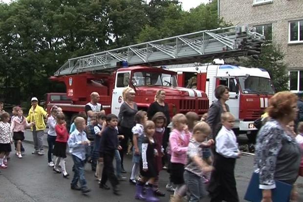 Пожар в киевской школе: эвакуированы 600 детей