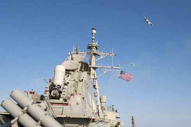 З'явилися перші фото есмінця США в Чорному морі