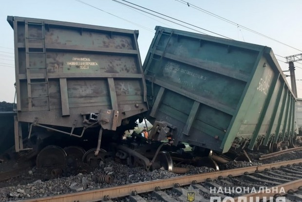 Залізнична аварія в Кривому Розі: з рейок зійшли 15 вагонів