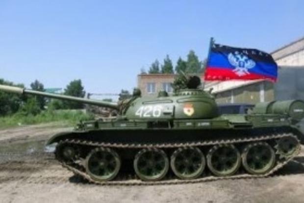 В Красногоровке боевики из танка попали в жилой девятиэтажный дом