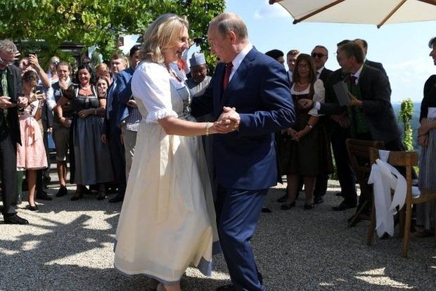 Шпионский скандал в Австрии. Пригласившая на свадьбу Путина глава МИД, отменяет визит в Россию