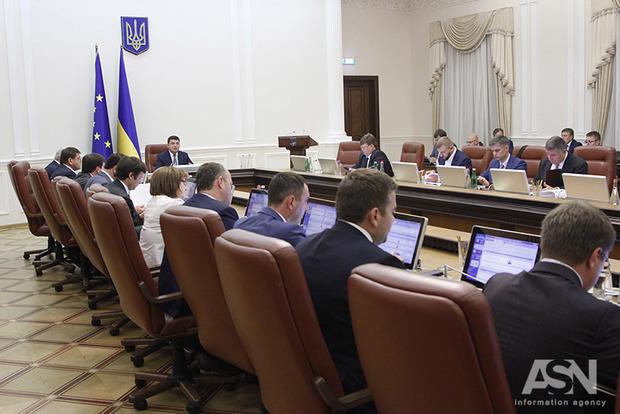 Кабмин уволил главу Госгеокадастра и начальников областных управлений