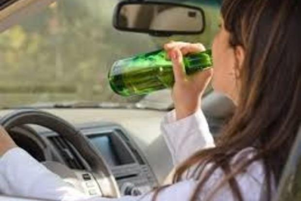 У Києві п'яна водій влаштувала дебош і гонки з поліцією