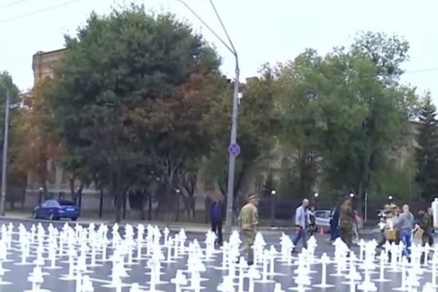 Путін, ти відповіси: Під посольством Росії облаштували цвинтар жертв Іловайського котла