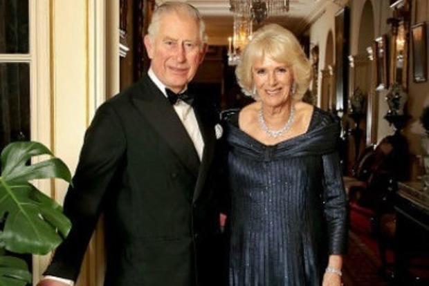 Без Елизаветы: опубликована новая официальная фотография королевской семьи Великобритании