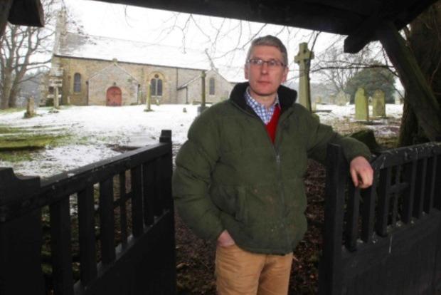 В Англии староста спустил церковные деньги на вино и лошадей