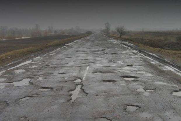 В Черновицкой области чиновник и бизнесмен украли деньги, выделенные на ремонт дорог