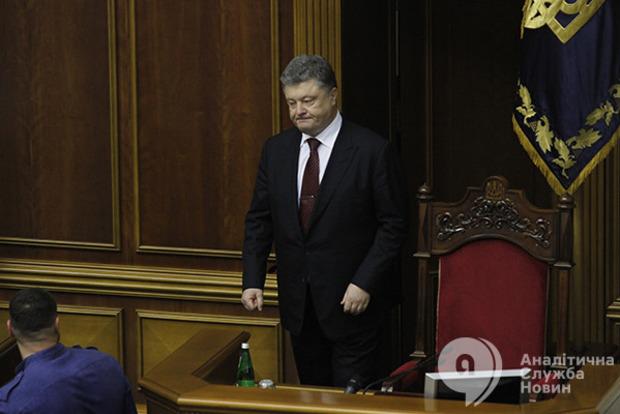 Порошенко подозревает, что на депутатов в Раде навели порчу, а некоторые носят косоворотки и кокошники