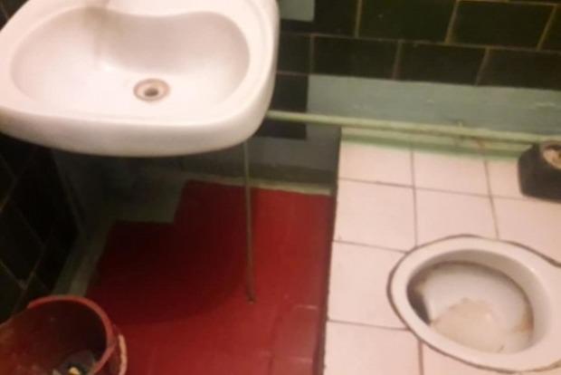 Порно девочки в туалетах