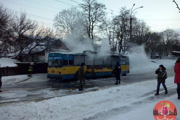 В Чернигове дотла сгорел троллейбус
