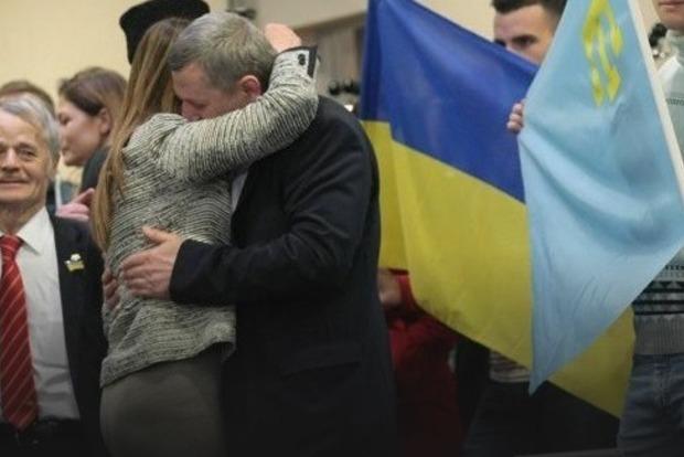 Опубликованы видео встречи узников Кремля Чийгоза и Умерова в Киеве