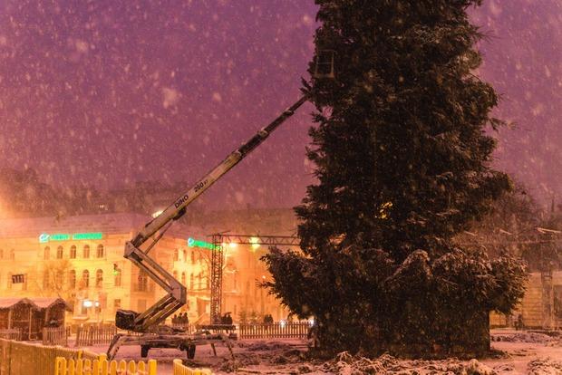 На открытие главной елки Киева будут пускать через рамки-металлоискатели