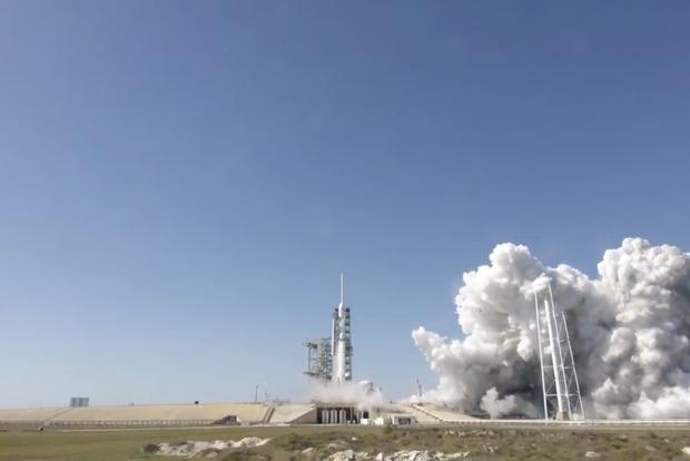 Space X протестировала самую мощную в мире ракету