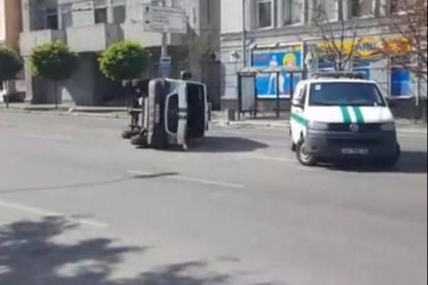 В Киеве женщина на Volkswagen протаранила инкассаторский фургон