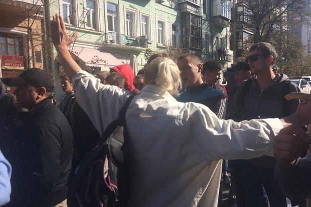 Активисты пытались перекупить митингующих за партию Рабиновича За життя
